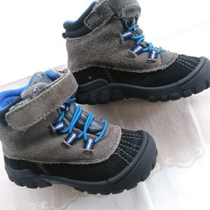 Old navy boots size 6